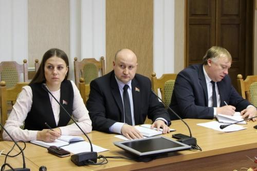 заседание Постоянной комиссии Палаты представителей по экономической политике.